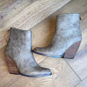 Very Volatile block heel booties